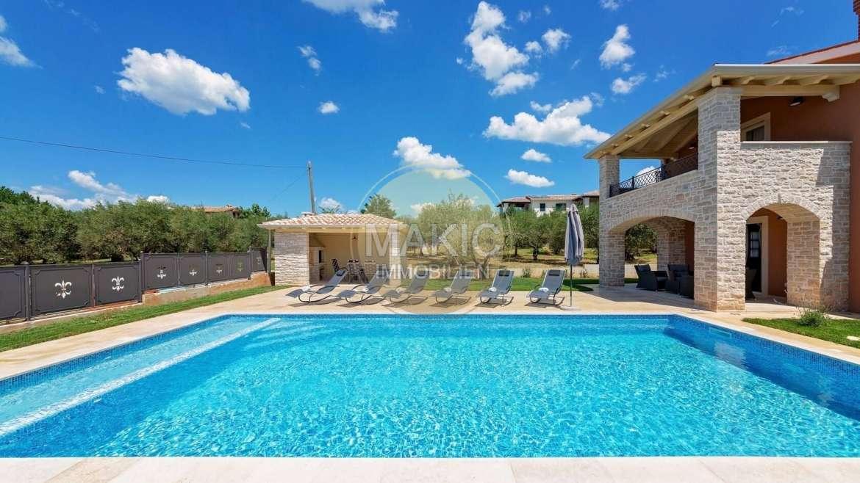 ISTRA – Kamena kuća s bazenom i vrtom